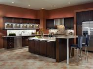 Kraftmaid: Quartersawn Oak in Peppercorn-with-vetro-glass-doors